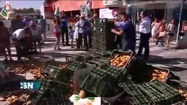 Ragalan patatas por su bajo precio