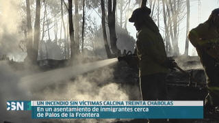 Arden media centenar de chabolas