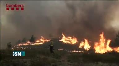 Sin control el incendio de �dena