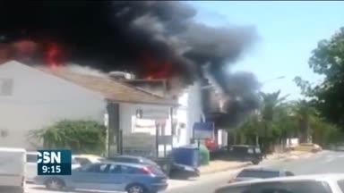 Incendio empresa hielo en Constantina
