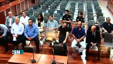 Juli�n Mu�oz eximido de asistir a su juicio