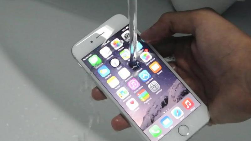 29e84385226 La OCU denuncia a Apple por publicidad engañosa del IPhone7: ¿resiste el  agua?