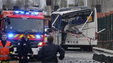 Seis estudiantes muertos en choque de autob�s
