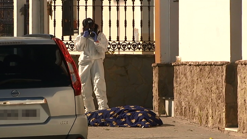 Un hombre mata a tiros a su cuñado y hiere de gravedad al hijo de este en Paterna de Rivera