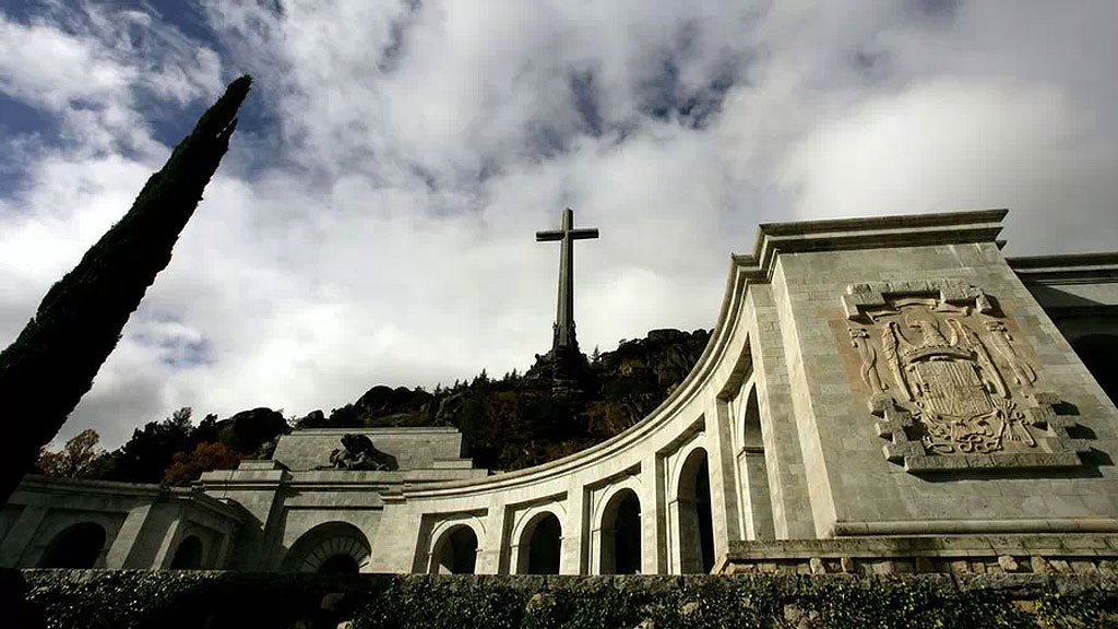 El Congreso aprueba la exhumación de Franco del Valle de los Caídos