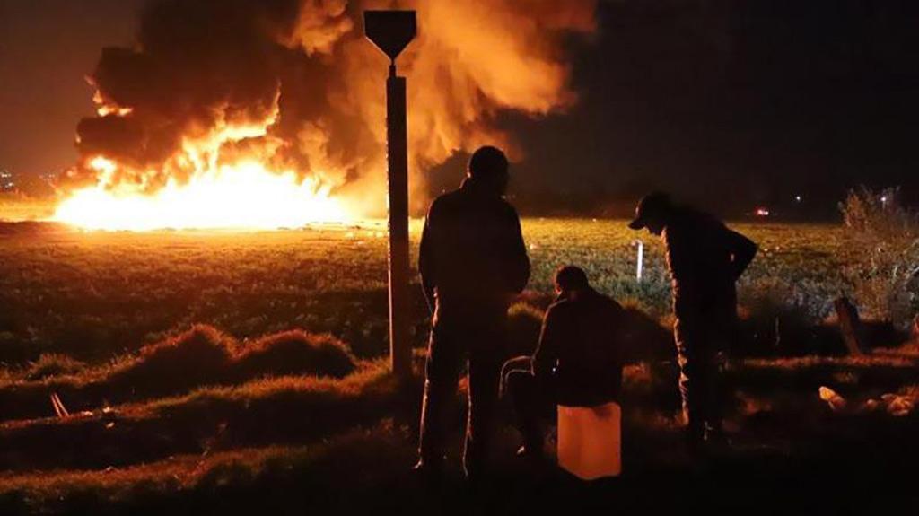 Resultado de imagen para 21 muertos y 71 heridos por incendio en ducto de combustible en México